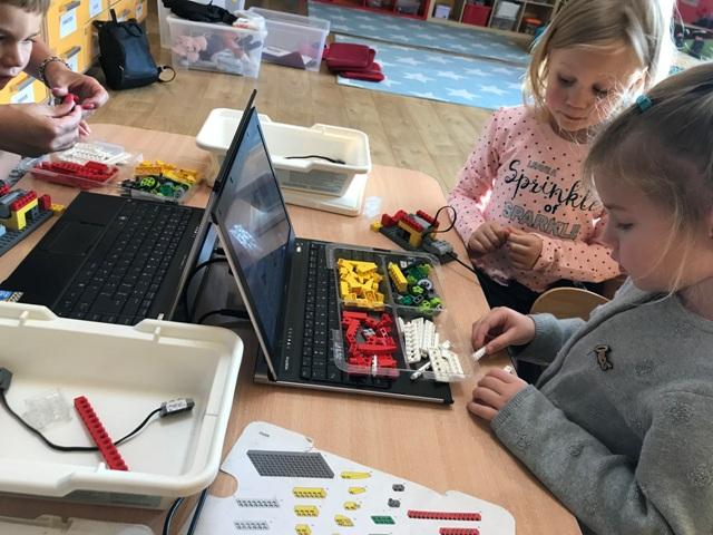 Lego Robotyka 5 Latki Wesoła Kraina Niepubliczne Przedszkole W